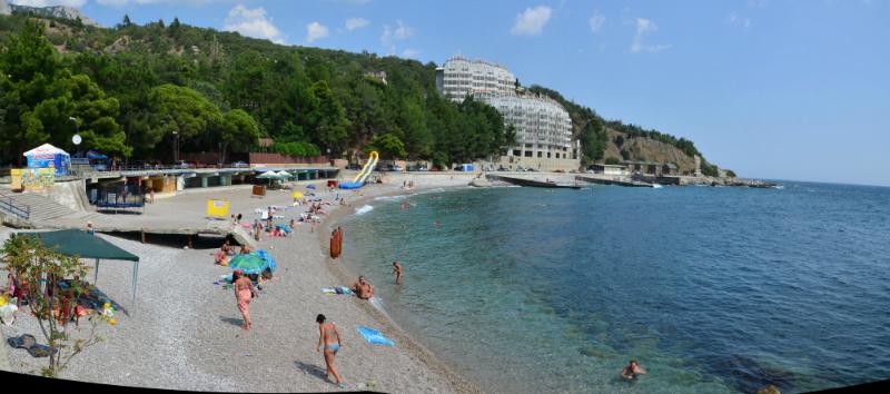 Центральный пляж Кастрополя