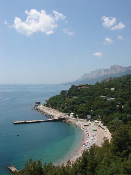 вид на пляж из отеля Леополь